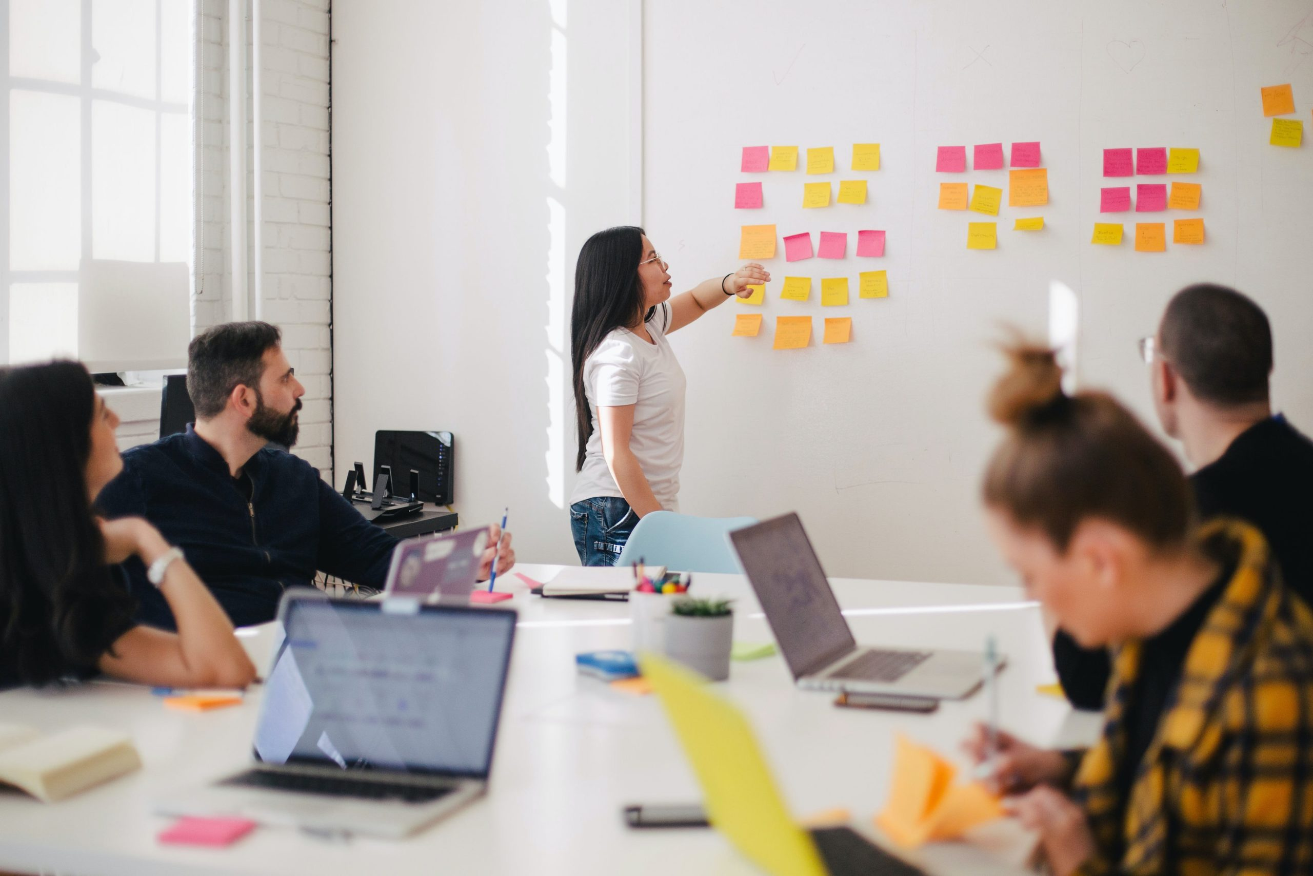 10 Tips to Effectively Manage a Hybrid Team